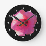 imagen rosada de la flor del hibisco relojes de pared