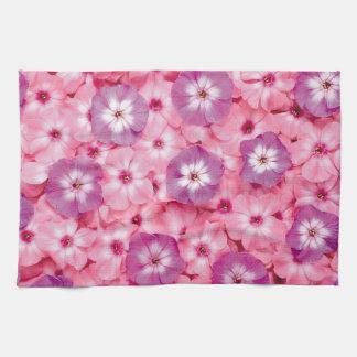 Imagen rosada de la flor para la toalla de cocina