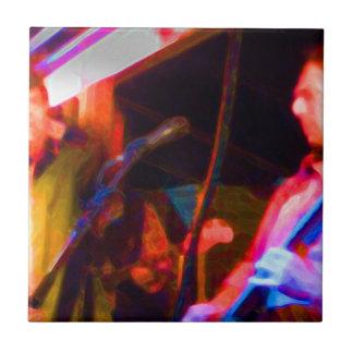 imagen saturada del guitarrista del cantante y teja