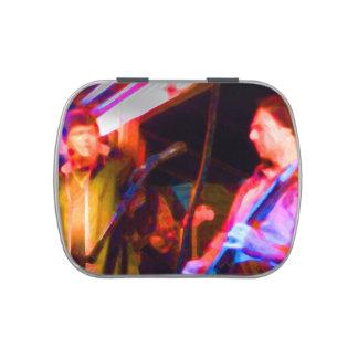 imagen saturada del guitarrista del cantante y jarrones de dulces