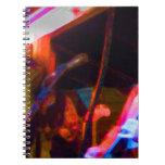 imagen saturada del guitarrista del cantante y libros de apuntes