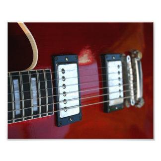 Imagen semi hueco de la guitarra del rojo de las s arte fotografico