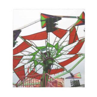 Imagen verde y roja del paseo del planeador justo  blocs de notas
