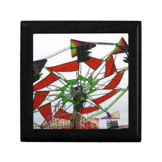 Imagen verde y roja del paseo del planeador justo  cajas de regalo