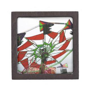 Imagen verde y roja del paseo del planeador justo  cajas de joyas de calidad