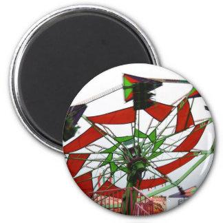 Imagen verde y roja del paseo del planeador justo  iman de nevera