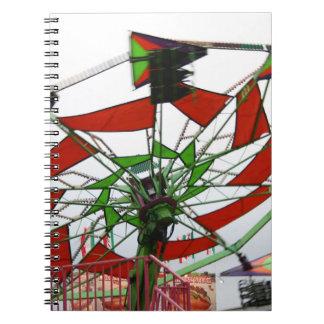 Imagen verde y roja del paseo del planeador justo  libro de apuntes con espiral