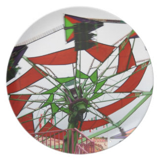 Imagen verde y roja del paseo del planeador justo  plato