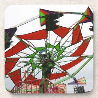 Imagen verde y roja del paseo del planeador justo  posavasos