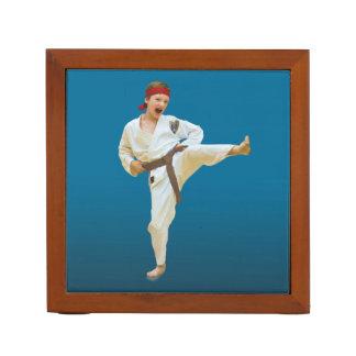 Imágenes reversibles del karate y del ballet portalápices