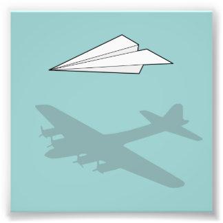 Imaginación activa del aeroplano de papel fotografía