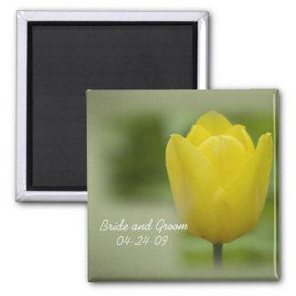 Imán amarillo del boda del tulipán