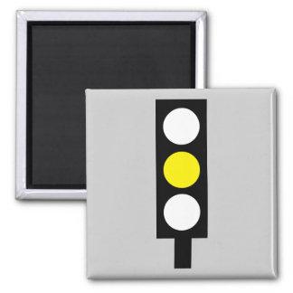 Imán amarillo del semáforo
