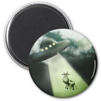 Imán cómico de la abducción de la vaca del UFO