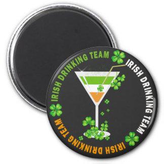 Imán de consumición irlandés del cóctel del trébol