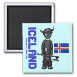 Imán de Islandia con vikingo divertido