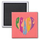 Imán de la paz del refrigerador en letras coloread