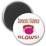 Imán de la violencia en el hogar de los soplos