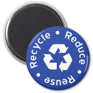 Imán de reciclaje azul del símbolo