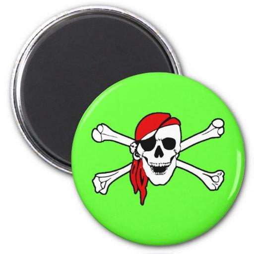 Imán del cráneo del pirata y del refrigerador de l