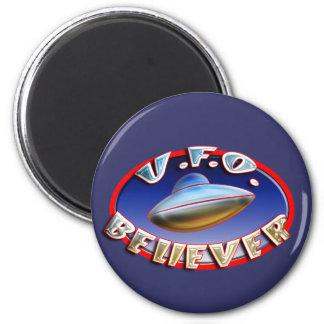 Imán del creyente del UFO