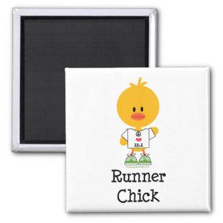 Imán del maratón del polluelo del corredor medio