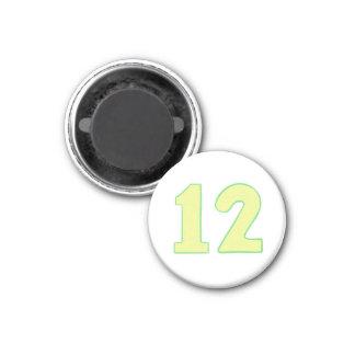 Imán del número 12 con amarillo y verde