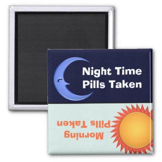 Imán del recordatorio de la medicación del día y d