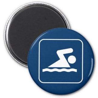 Imán del símbolo de la nadada