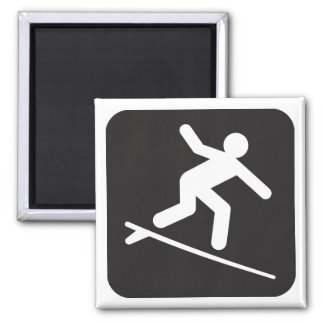 Imán del símbolo que practica surf