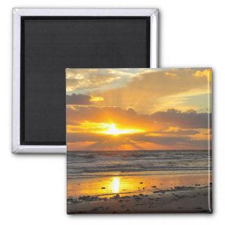 Imán escénico de la salida del sol de la playa de