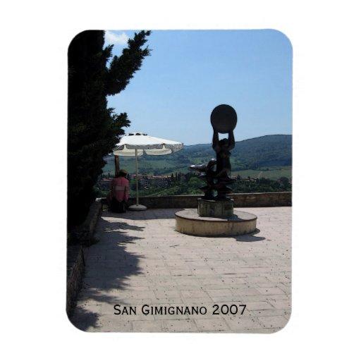 Imán - escultura sobre San Gimignano