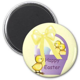 Imán feliz de Pascua de los polluelos de la cesta