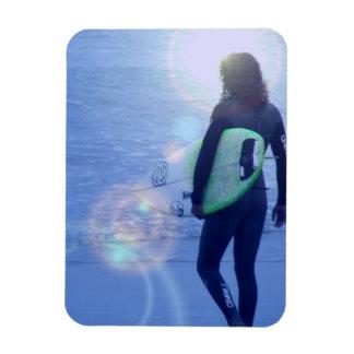 Imán flexible de la persona que practica surf soli