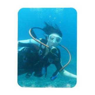 Imán flexible del chica del equipo de submarinismo