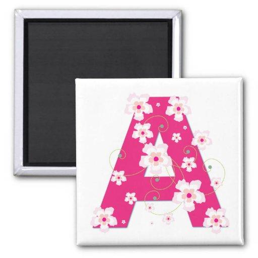 Imán floral rosado bonito de la inicial A del mono