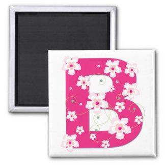 Imán floral rosado bonito inicial del monograma B
