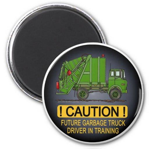 Imán futuro del conductor del verde del camión de