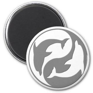 Imán gris y blanco de los delfínes de Yang del yin