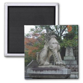 Imán japonés de la estatua del templo del león del