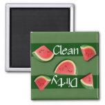 Imán limpio o sucio del lavaplatos de la sandía