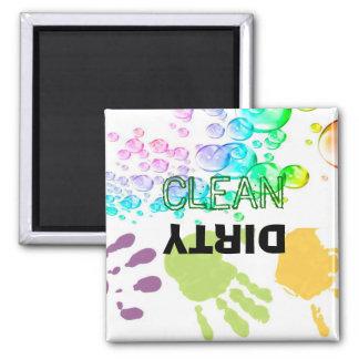 Imán limpio sucio del lavaplatos de las Mano-Burbu