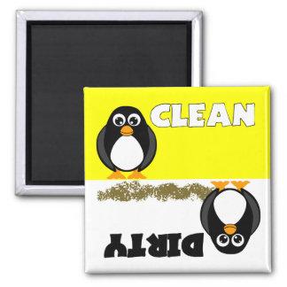 Imán limpio sucio del pingüino lindo del lavaplato