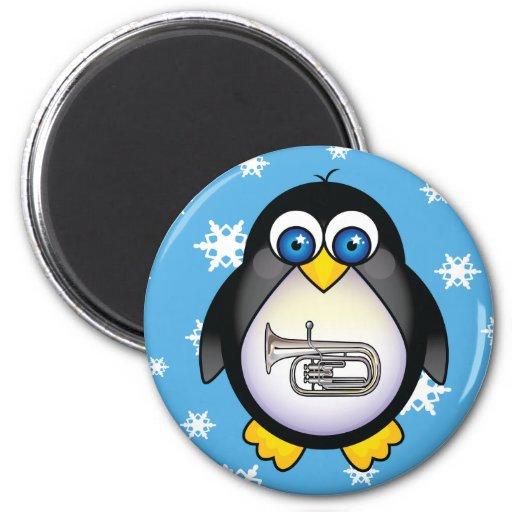 Imán lindo de la música de la tuba del pingüino