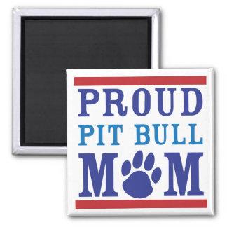 Imán orgulloso de la mamá del pitbull