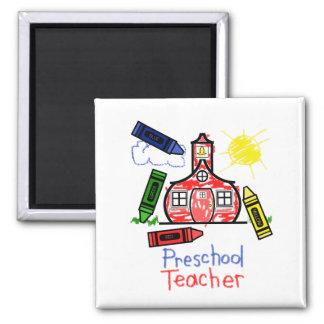 Imán preescolar del profesor - escuela y creyones