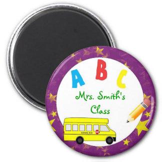 Imán púrpura del profesor del autobús escolar