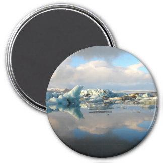 Imán redondo de la reflexión del lago del iceberg