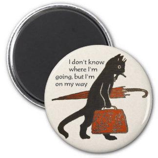 Imán redondo del gato negro del vintage que viaja