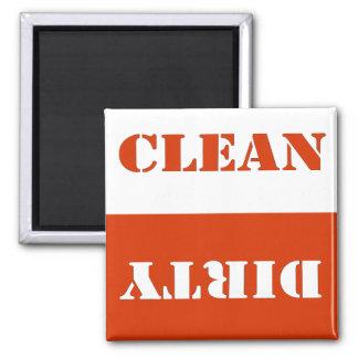 Imán rojo limpio sucio del lavaplatos